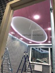 Натяжной потолок с подсветкой уровня и периметра