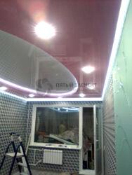 Цветной парящий двухуровневый потолок