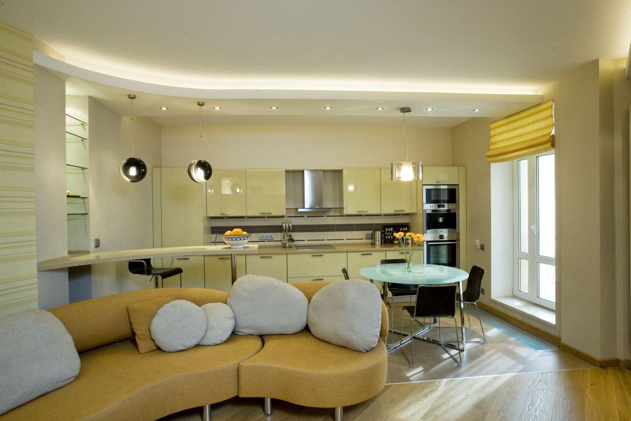 Двухуровненвый натяжной потолок со светодиодной лентой, встроенными люстрами и точечными светильниками
