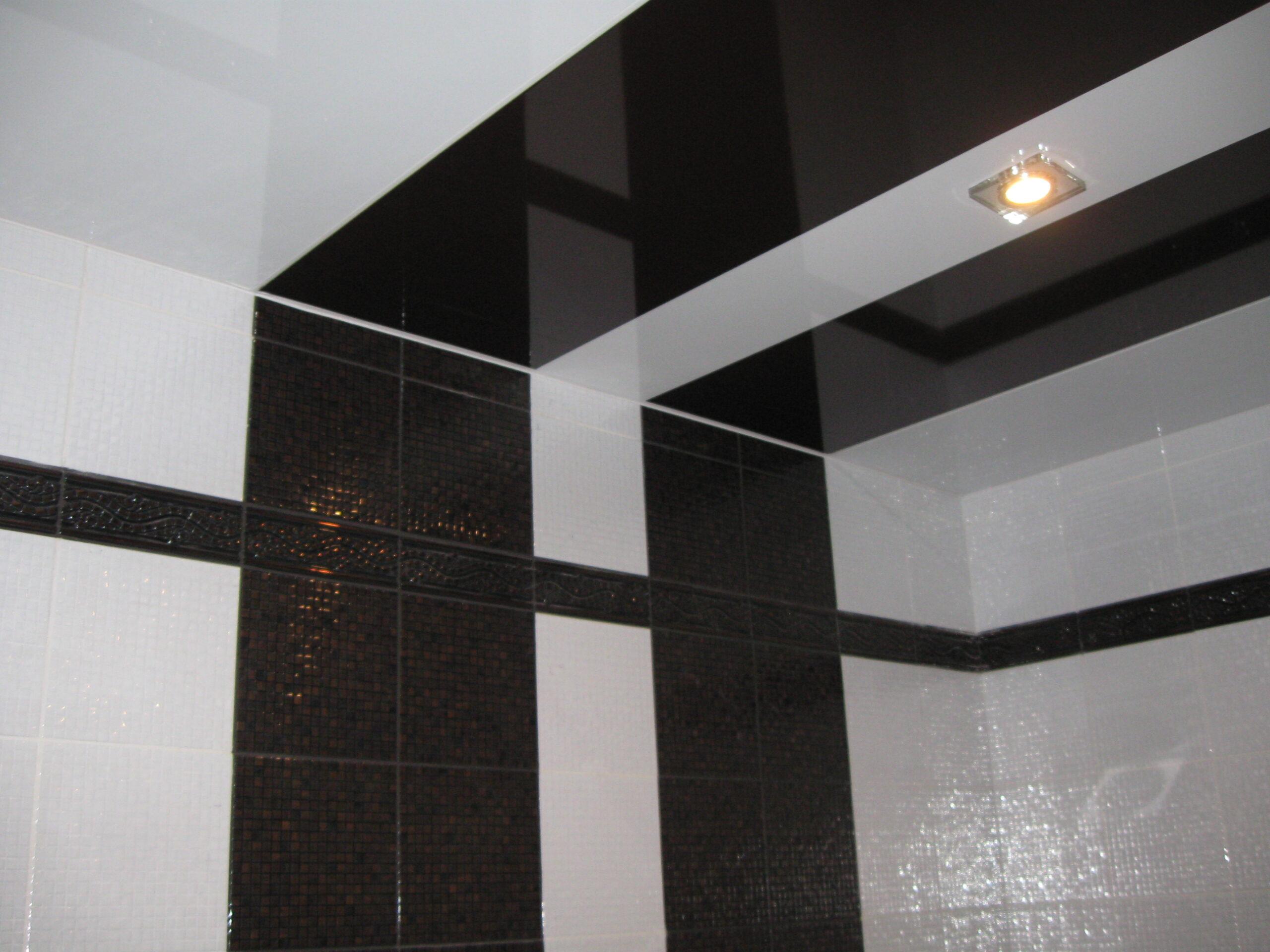 Плавный переход цвета от стены к потолку за счет натяжного потолка