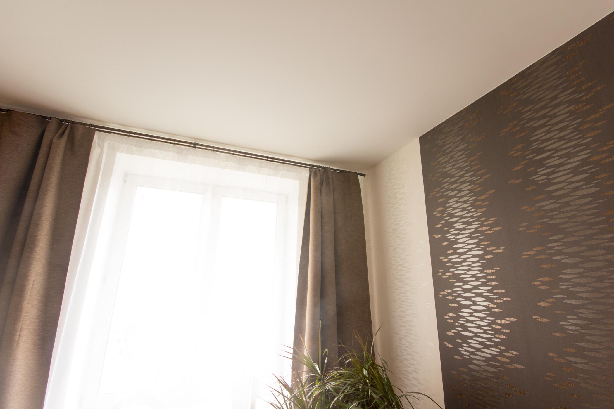 Натяжной потолок белый матовый для спальни