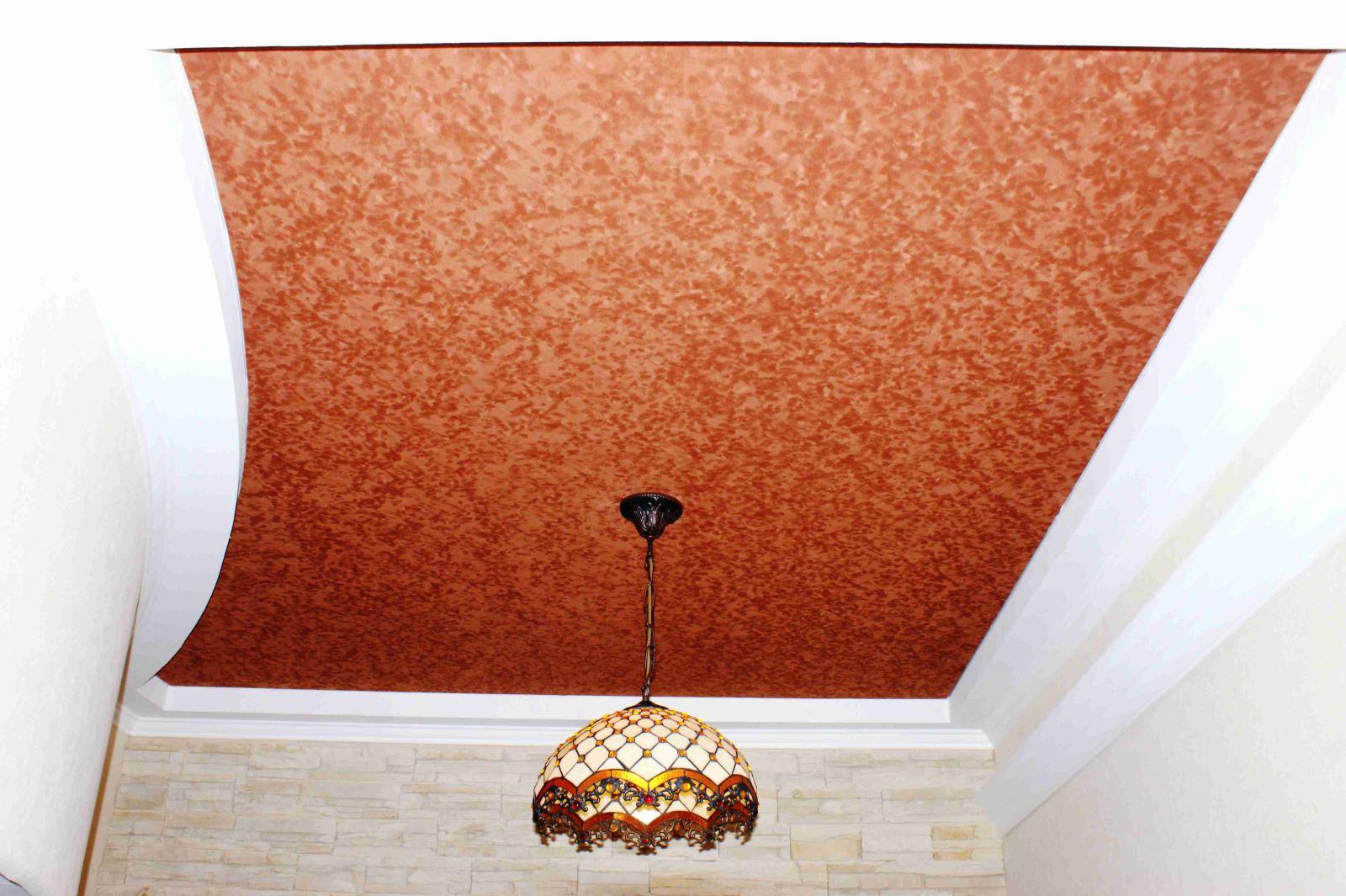 Вставка из фактурного натяжного потолка в гипсокартноне
