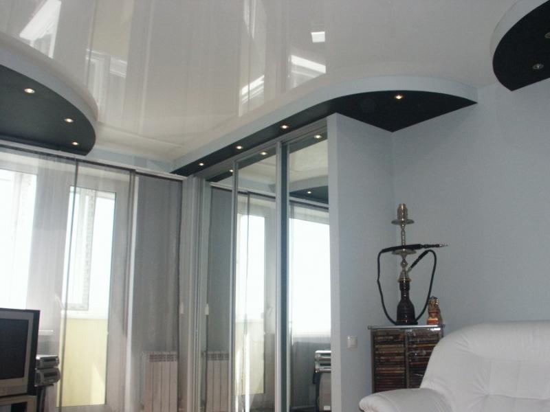 Двухуровневый глянцевый потолок с криволинейностью по индивидуальному дизайнерскому проекту