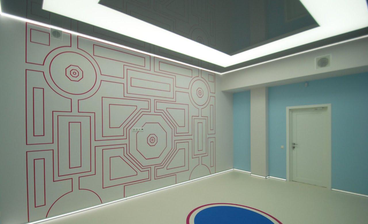 Светопрозрачный потолок с нанесением фотопечати геометрических фигур, подсветкой по контуру