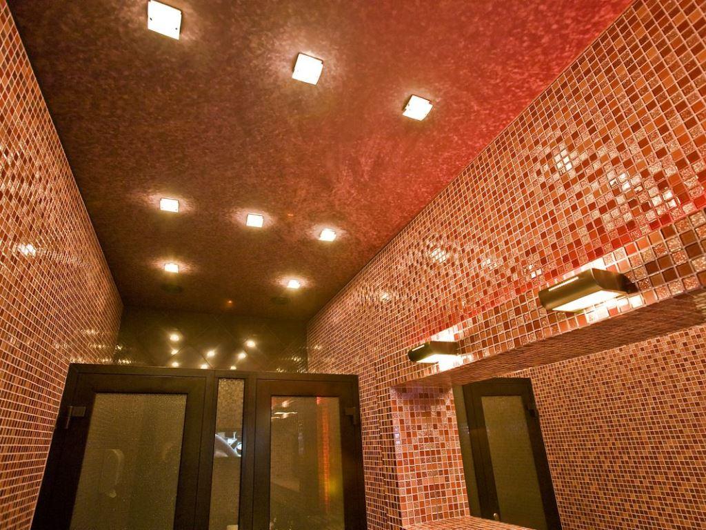 Мраморный фактурный красный натяжной потолок - еще одно из вариантов натяжного потолка в детскую