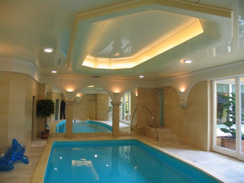 В бассейн можно установить и двухуровневую конструкцию