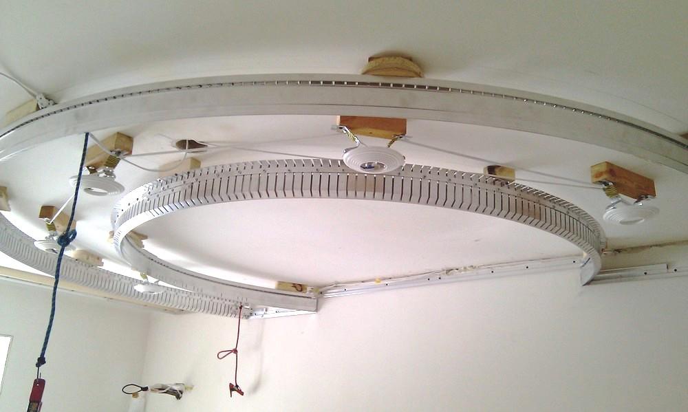 Установка двухуровневого потолка в спальне