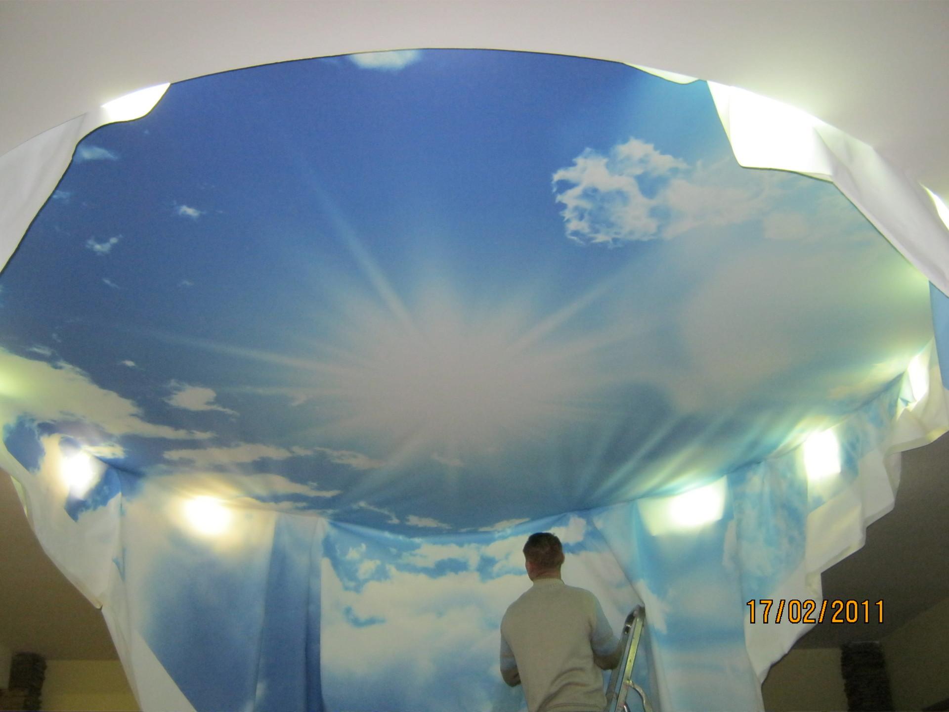 Монтаж матового натяжного потолка с арт печатью