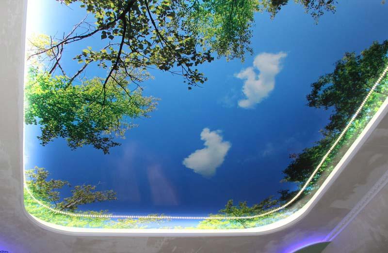 Натяжной потолок с фотопечать под открытое летнее небо с легкой подсветкой