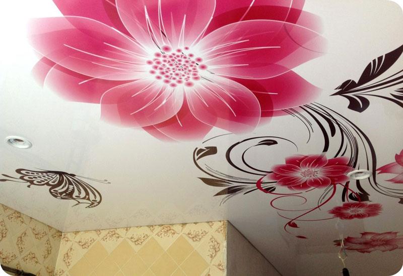 Натяжные потолки с цветами подчеркнут женственную натуру каждой хозяйки