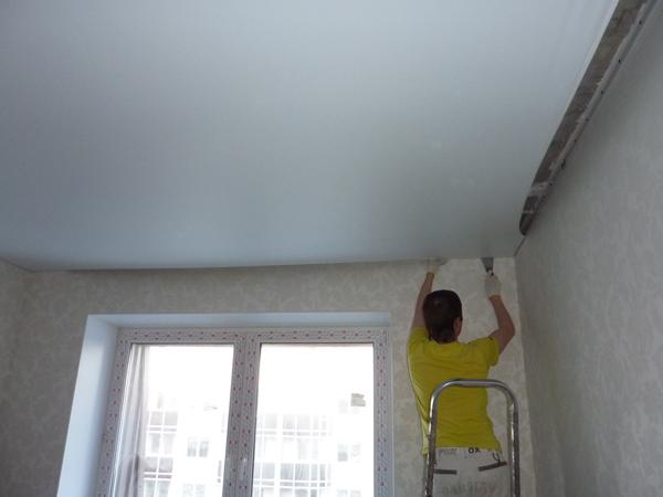 Установка белого матового потолка