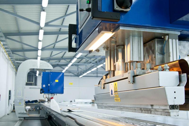 Производство натяжных потолков, инструменты работы