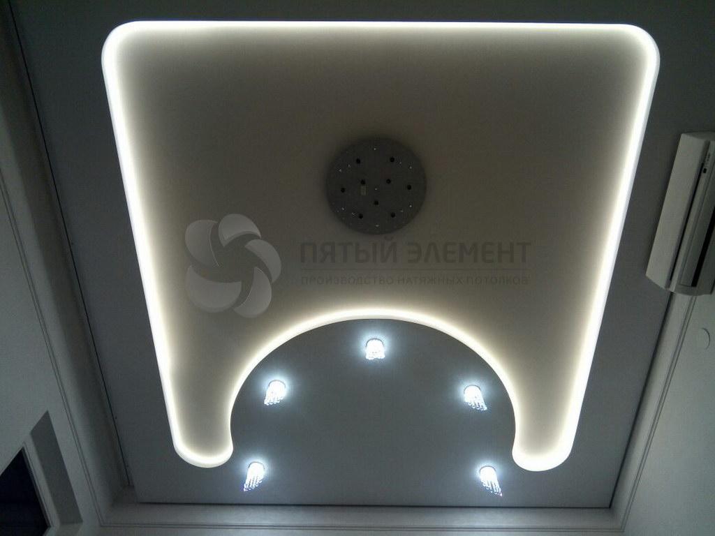 натяжной потолок с подсветкой 03