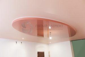 Цветной двухуровневый потолок в прихожей