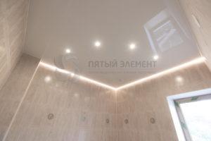 Глянцевый парящий потолок в доме