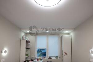 белый матовый потолок со скрытым карнизом в детской
