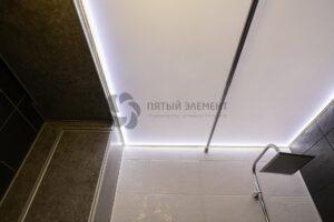 белый сатиновый контурный потолок в ванной