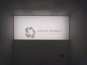 белый светопрозрачный потолок OPAL в санузле