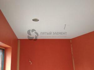 белый тканевый потолок в детской