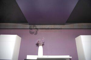 фактурный двухуровневый потолок в комнате