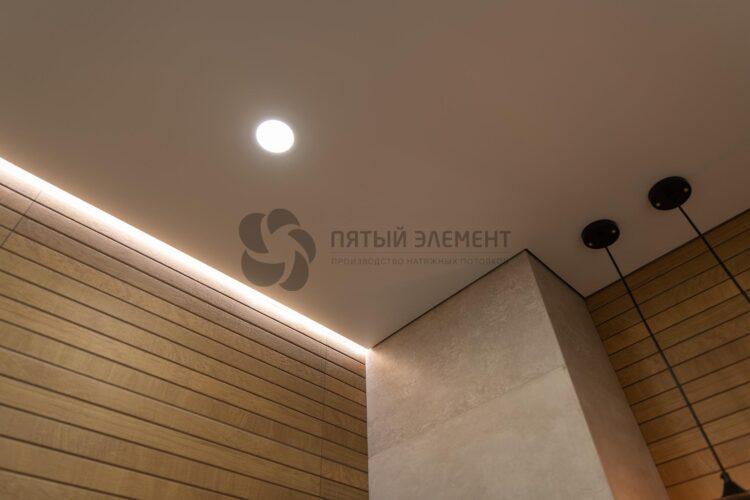 теневой потолок в санузле
